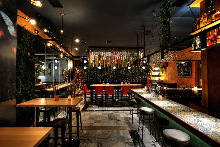 Macaw Bar